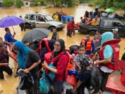 Heavy rain causes severe flash floods in several parts of Melaka