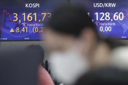Asian stocks mixed after Taiwan, Singapore anti-virus curbs