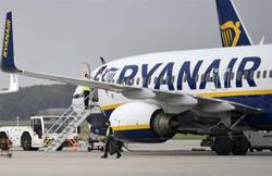 Ryanair posts record loss, expects to break even this year