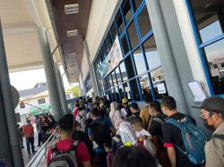 Cops check packed Kuala Kedah-Langkawi ferry, find all 651 passengers have valid documents