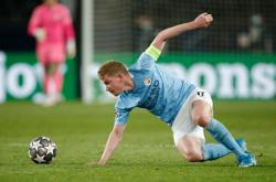 Soccer-Man City's De Bruyne back in training after injury