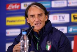 Soccer-Delighted Mancini extends Italy contract until 2026