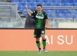 Soccer-Uncapped Raspadori earns spot in preliminary Italy Euro squad