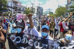 Report says Myanmar internet a 'virtual battlefield'