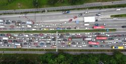 Flash floods cause traffic jams in Jalan Ampang-Jelapang, Perak