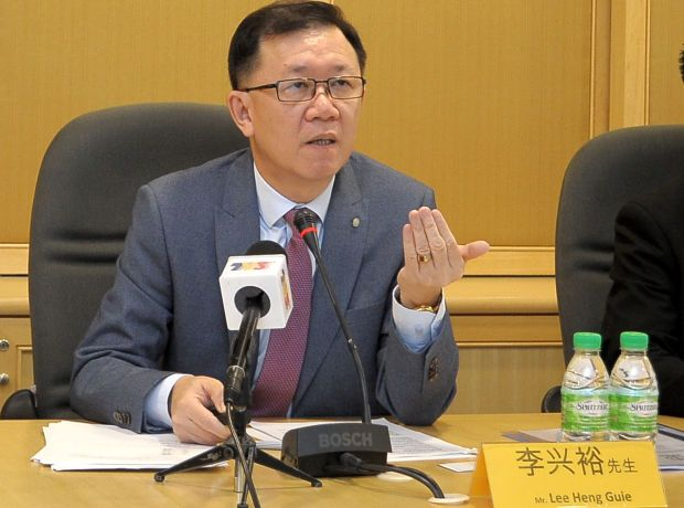 Socio-Economic Research Centre executive director Lee Heng Guie, (pic) on the other hand, feels that the ringgit would continue to trade sideways against the US dollar amid getting support from firming commodity prices.