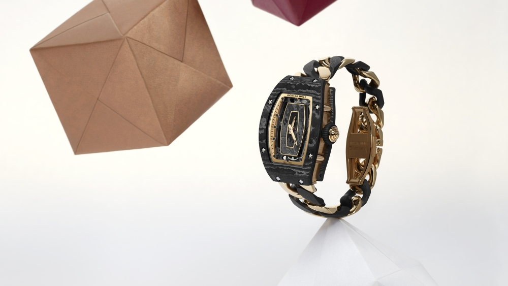 The RM 07-01 Automatic, with a sensuous and fascinating open-link bracelet arrayed in gold and Carbon TPT®.