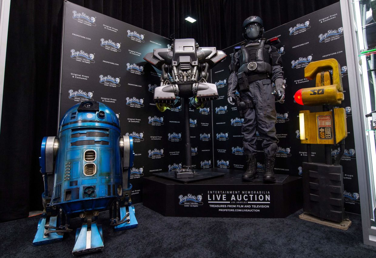 R2-SHP light-up remote control droid from