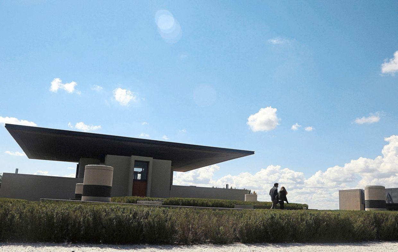 Producido por Alpha Crux Wine, el galardonado Estudio Formida & Janson, con sede en Mendoza, se especializa en arquitectura del vino.