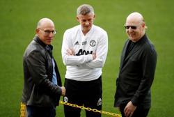 Soccer-Man United co-chairman Joel Glazer to attend fans' forum