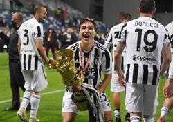 Soccer-Chiesa fires Juventus to Coppa Italia glory