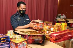 Johor Customs smells something fishy about lorry, finds 257,000 contraband smokes hidden inside