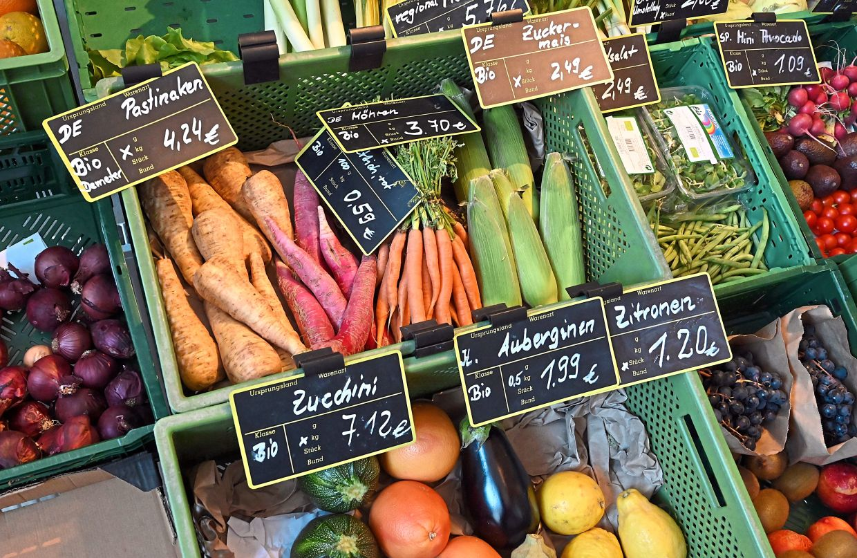 Buying more local, organic vegetables is probably the best way to start when trying to reduce your diet's carbon footprint. Photo: Bernd Settnik/dpa
