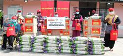 Banking group gives food hampers to 500 families