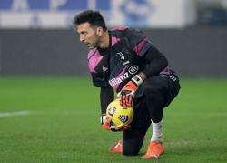 Soccer-Custard tarts, museum tickets: Buffon's 'irresistible' offer from Portugal