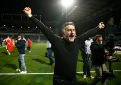 Soccer-Galtier praises players as Lille beat PSG to Ligue 1 title