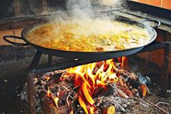 Malaysian learns the secret to cooking good paella is...a 'magical spell'?