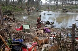 Cyclone leaves coastal villages in eastern India, Bangladesh cut off by tidal surges