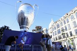 Soccer-Portugal relaxes COVID rules for English fans at Champions League final
