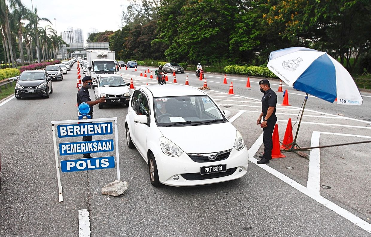 Six roadblocks will remain on the island but police foresee less traffic from now on.