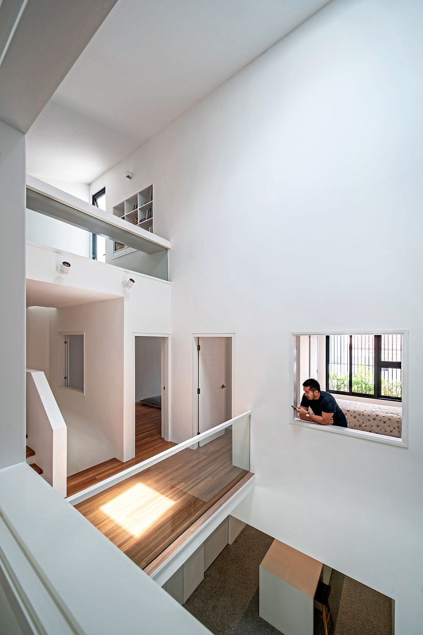 By relooking at the very definition of 'extension', architect Tan came up with an overall scheme of extending architecture through the creation of volume, voids and openings.