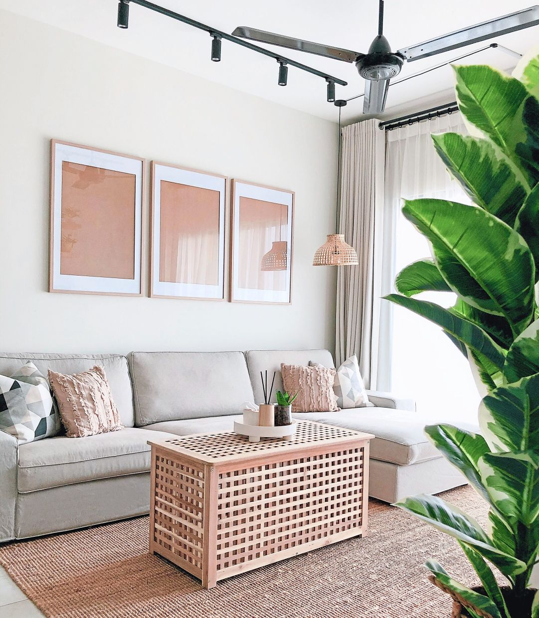 Safina and her husband chose four colours as the main colour palette for their apartment to ensure they create a design style that appears cohesive and unified.