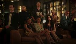 'Gossip Girl' reboot trailer brings back drama, fashion and Kristen Bell's voice