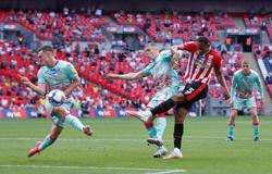 Soccer-Toney and Marcondes fire Brentford into Premier League