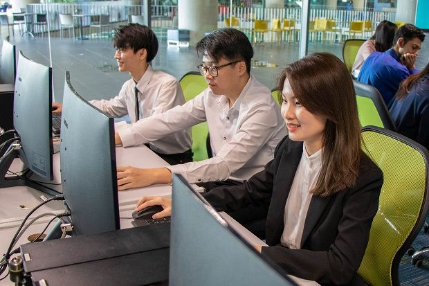 At APU, accounting, banking and finance students are equipped with the necessary FinTech knowledge, in which they are taught the concepts and applications of technology in financial services.