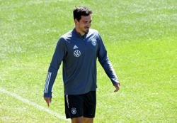 Soccer-Germany's Hummels ready for leadership role on national team return
