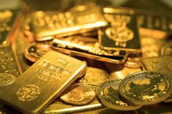 Gold prices hit 5-month peak on weaker dollar, inflation worries