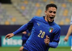 Soccer-Mancini names uncapped striker Raspadori in final Italy Euro 2020 squad