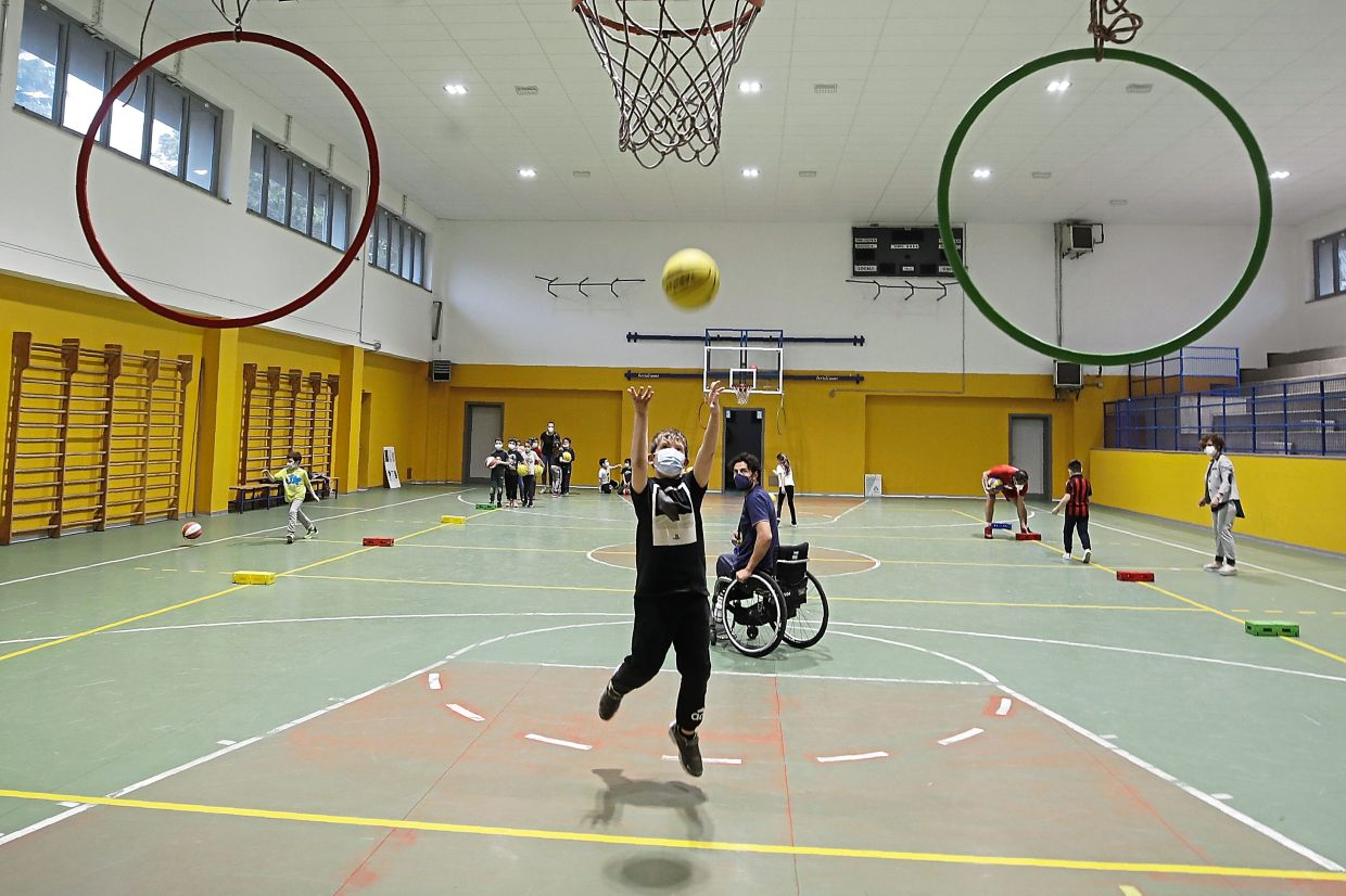 Berdun, an Italian-Argentinian wheelchair basketball champion, lost his left leg in a traffic accident at the age of 13 and has visited many schools over the years to discuss how he lived with his disability.