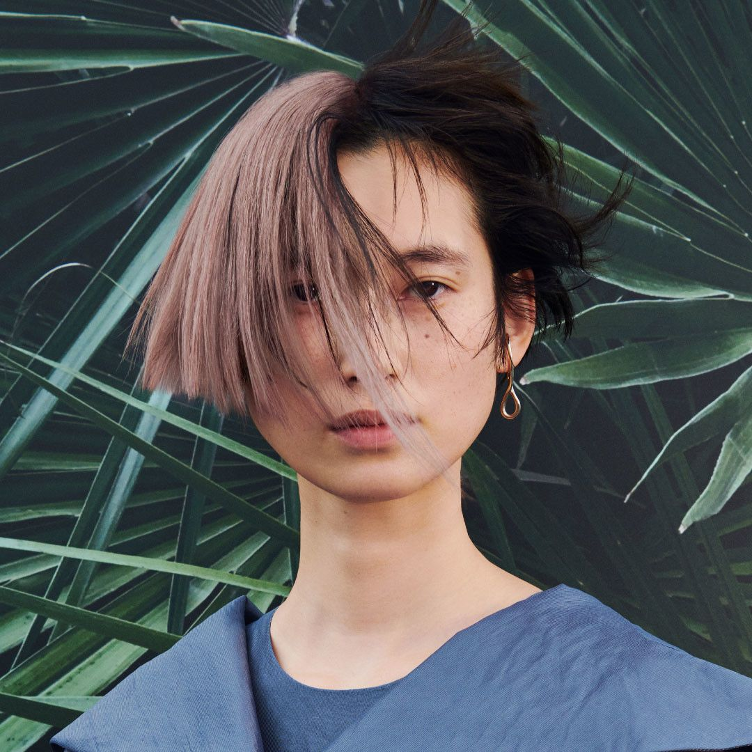 Features of the female look: bold, asymmetric bob in pure, earthy colours.  — Photos: Shiseido Professional