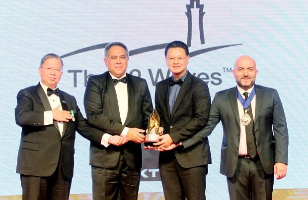 Tio (second right) receiving the Industrial Award during the FIABCI MPA 2019.