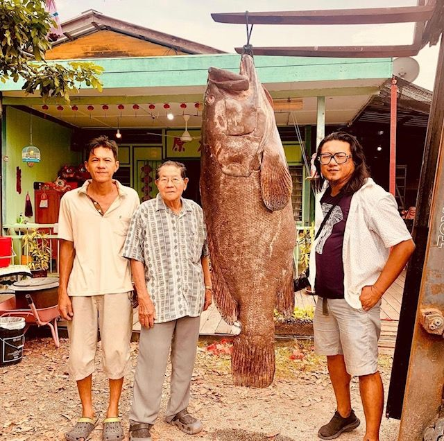 Heng (right), pictured with his father (centre), offers a curated omakase private dining experience in an old fisherman house. Photo: Heng Mok Zung