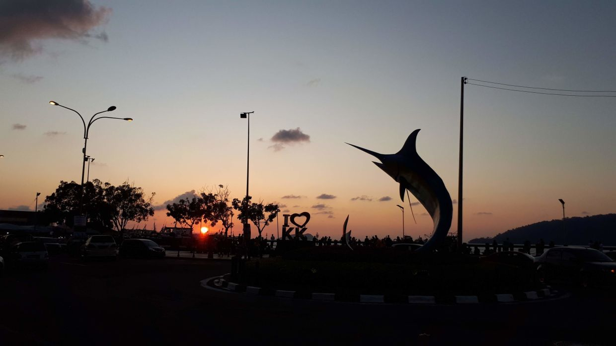 Kota Kinabalu is a popular tourism spot in Sabah. One of its famous attractions is Todak Waterfront. Filepic