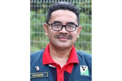 Perhilitan raids Johor pet shop, 23 exotic birds rescued