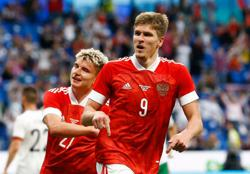 Soccer-Sobolev penalty gives Russia 1-0 win over Bulgaria in Euro build-up