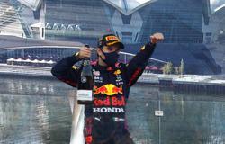 Motor racing-Perez wins in Baku after Verstappen crashes out