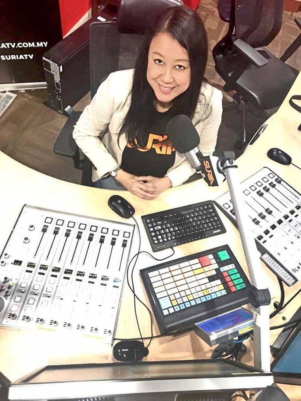 Suria FM's DJ Lin lends an ear and gives advice on her show 'Suria Cinta'.