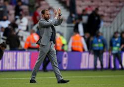 Soccer-England manager unhappy with Henderson's failed penalty stunt