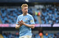 Soccer-Man City's De Bruyne wins PFA Player of the Year award for second time