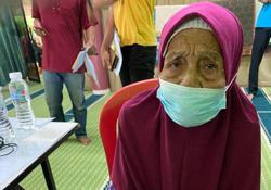 100-year-old among elderly vaccine recipients in Kelantan