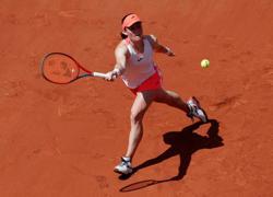 Tennis-Slovenian Zidansek battles past Badosa to reach French Open semis