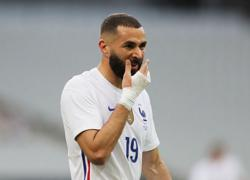 Soccer-Benzema suffers knee 'knock' injury against Bulgaria