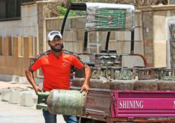 Iraq's last gas cylinder singing deliveryman dreams of stardom