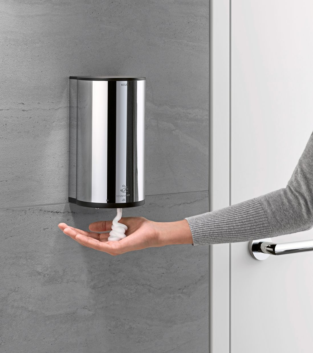This soap dispenser from Keuco with infrared sensor can also integrate disinfectants. Photo: Keuco/dpa