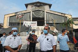 Market traders back in business with over 30 people still under quarantine