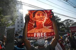 Suu Kyi accused of corruption